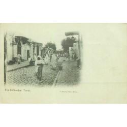 TUNIS vers 1900. Rue Halfaouine animée