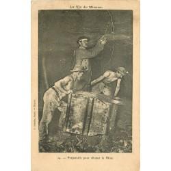 MINE MINEURS AU PAYS NOIR. Préparatifs pour allumer la Mine 1906