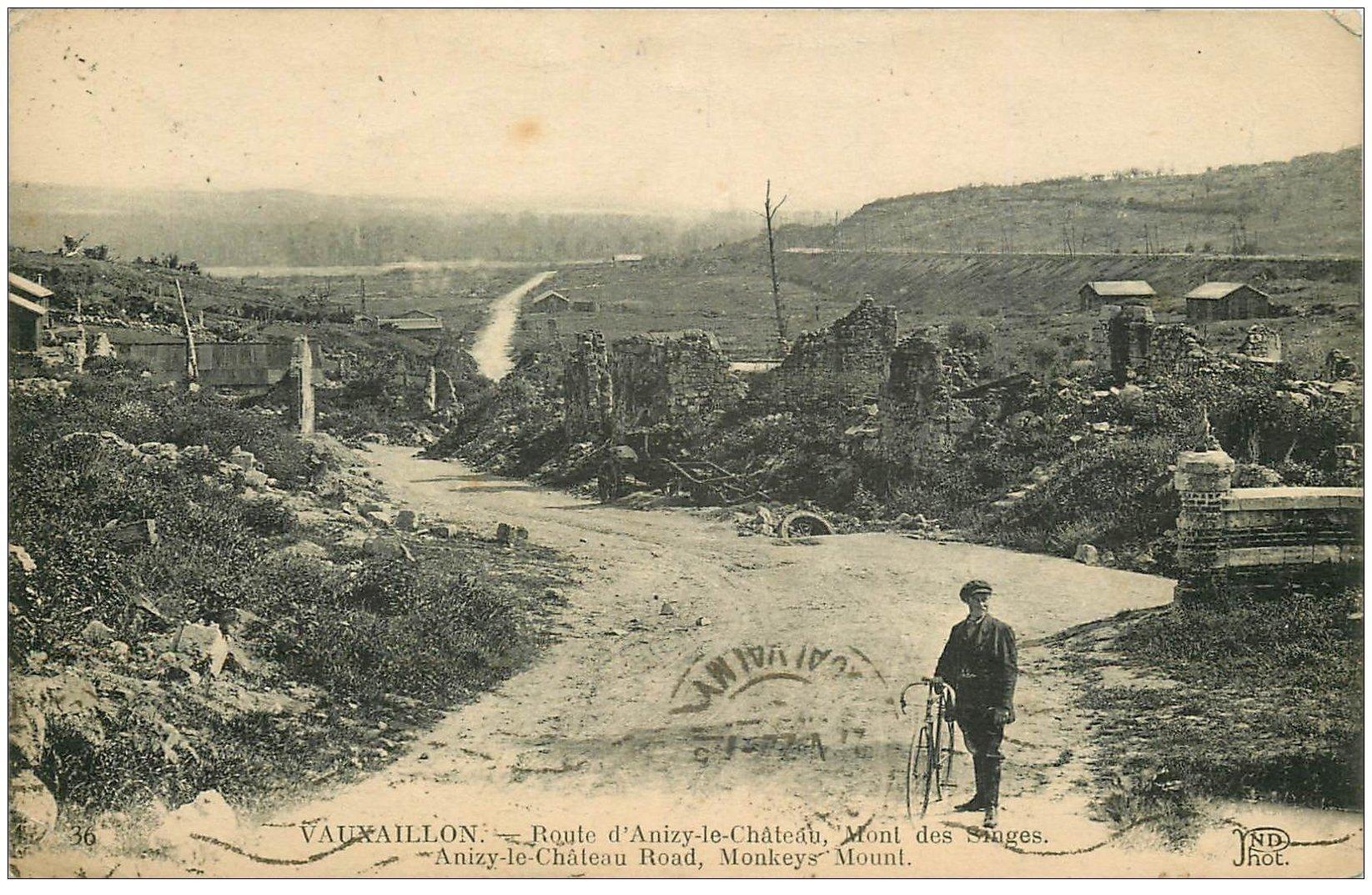 carte postale ancienne 02 VAUXAILLON. Route d'Anizy-le-Château Mont des Singes 1922