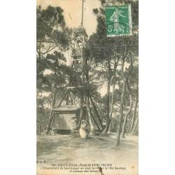 17 ILE OLERON. Femmes au pied de l'Observatoire Forêt de Saint-Trojan 1921