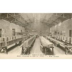 59 DOUAI. Raffinerie de Pétrole Ateliers emplissage bidons de Fidès 1943