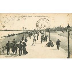 76 DIEPPE. Promeneurs sur le boulevard Maritime 1923