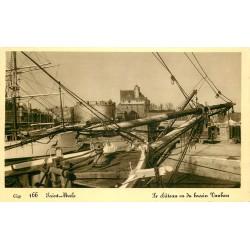 35 SAINT-MALO. Château et thonniers dans le Bassin Vauban 1936