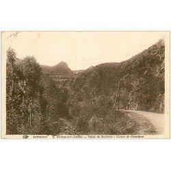 carte postale ancienne 63 ARDES-SUR-COUZE. Rocher de Grandprat Vallée de Rentière 1938