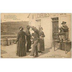 """carte postale ancienne 63 AUVERGNE. La Bourrée. Le Tournichaite. Musicien au """""""" Bon Buveur """""""""""