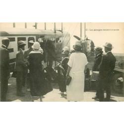 93 LE BOURGET. Les passagers montent en avion 1924