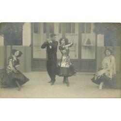 Photo cpa dans un Restaurant en Belgique. Danseuses et Danseur de Flamenco