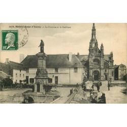 56 SAINTE-ANNE D'AURAY. La Fontaine Basilique Auberge Loriot et marchans au Marché 1923
