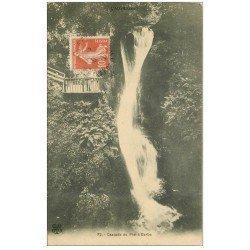 carte postale ancienne 63 CASCADE DU PLAT A BARBE vers 1911 animation près du timbre