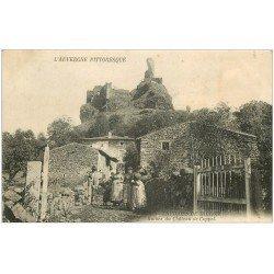 carte postale ancienne 63 CHATEAU DE COPPEL. Belle animation au pied des ruines 1908. Vers Billom