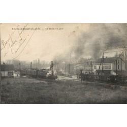 91 BALLANCOURT. Un Train en Gare et arrière plan Café Restaurant du Chemin de Fer et la Poudrerie 1921