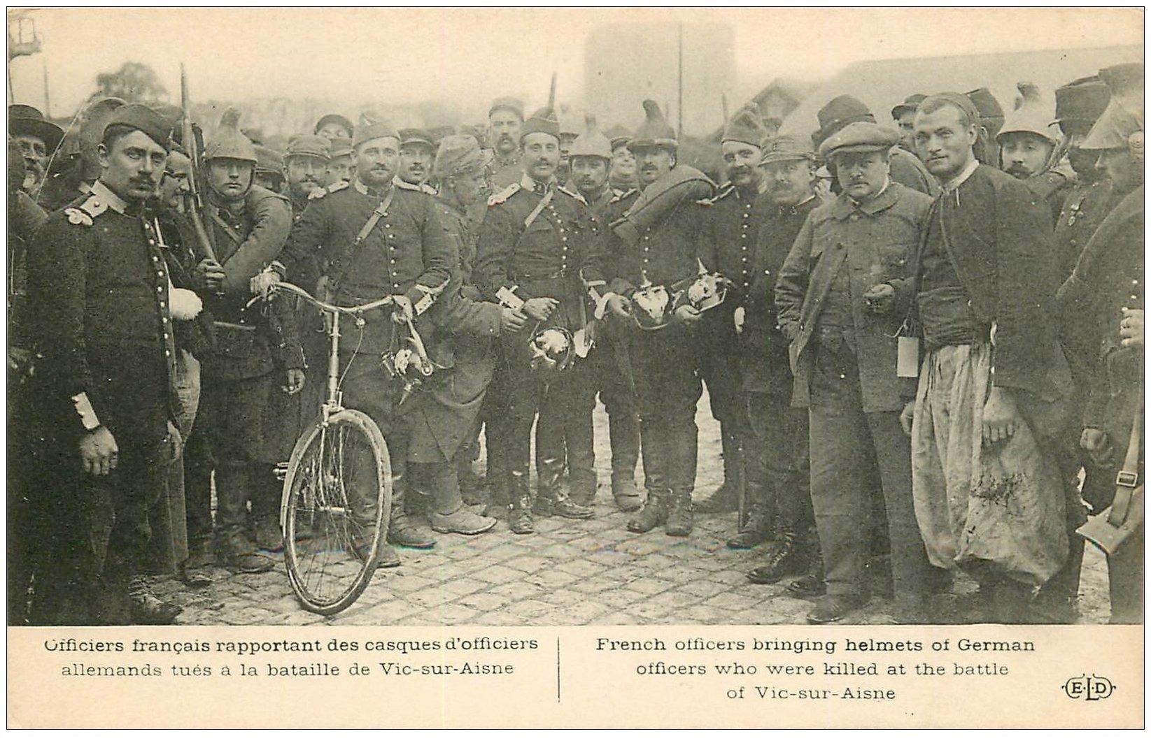 carte postale ancienne 02 VIC-SUR-AISNE. Officiers Français avec casques allemands