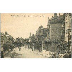 carte postale ancienne 02 VILLERS-COTTERETS. Rue de la République. Envoyée qu'en 1957...