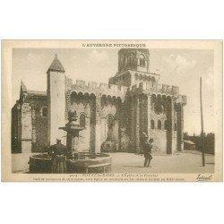 carte postale ancienne 63 ROYAT. Eglise et Fontaine