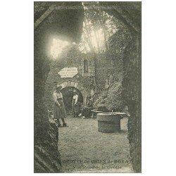 carte postale ancienne 63 ROYAT. Grotte du Chien animée