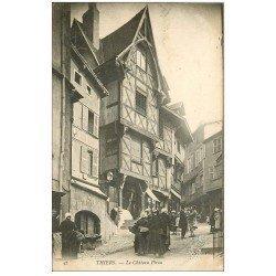 carte postale ancienne 63 THIERS. Château du Pirou 1904 animation
