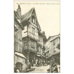 carte postale ancienne 63 THIERS. Château du Pirou animé vendeuses