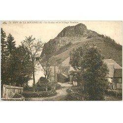carte postale ancienne 63 VENDEIX. La Roche et le Village 1929