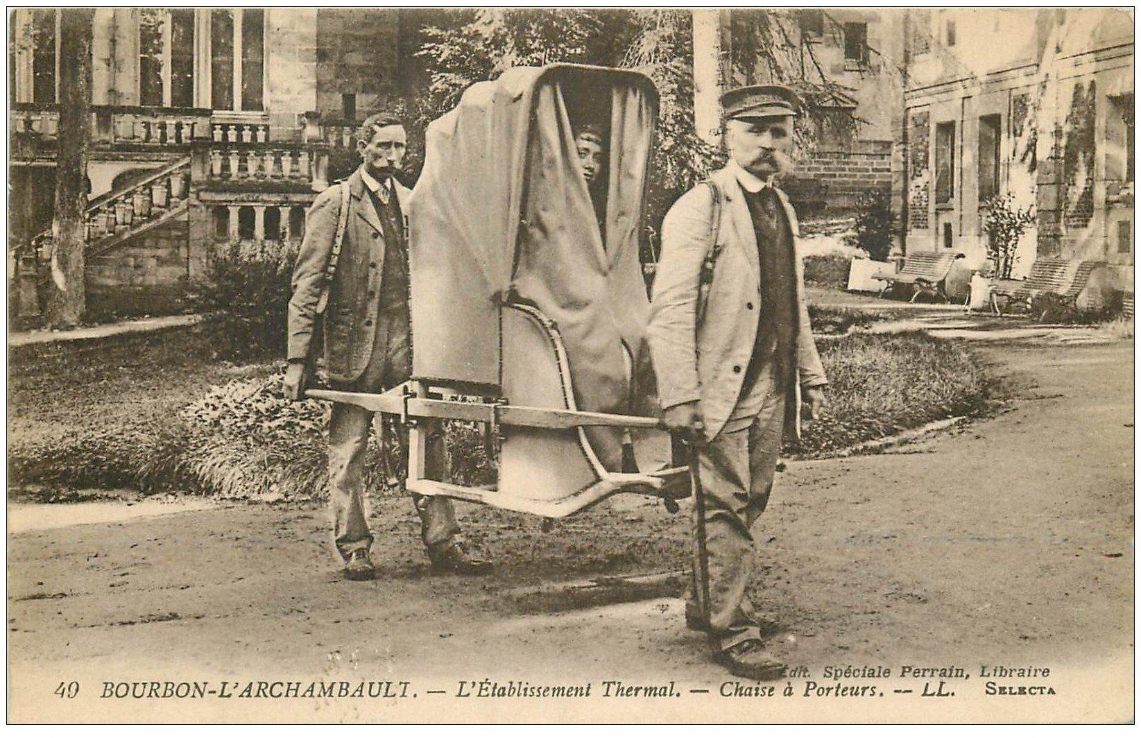 carte postale ancienne 03 BOURBON L'ARCHAMBAULT. Chaise à Porteurs 1921. Vieux métiers