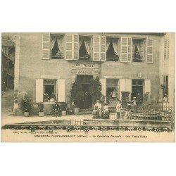 carte postale ancienne 03 BOURBON L'ARCHAMBAULT. Fontaine Chaude Hôtel des Trois Puits 1915