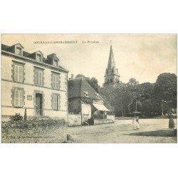 carte postale ancienne 03 BOURBON L'ARCHAMBAULT. La Paroisse et Epicerie 1916