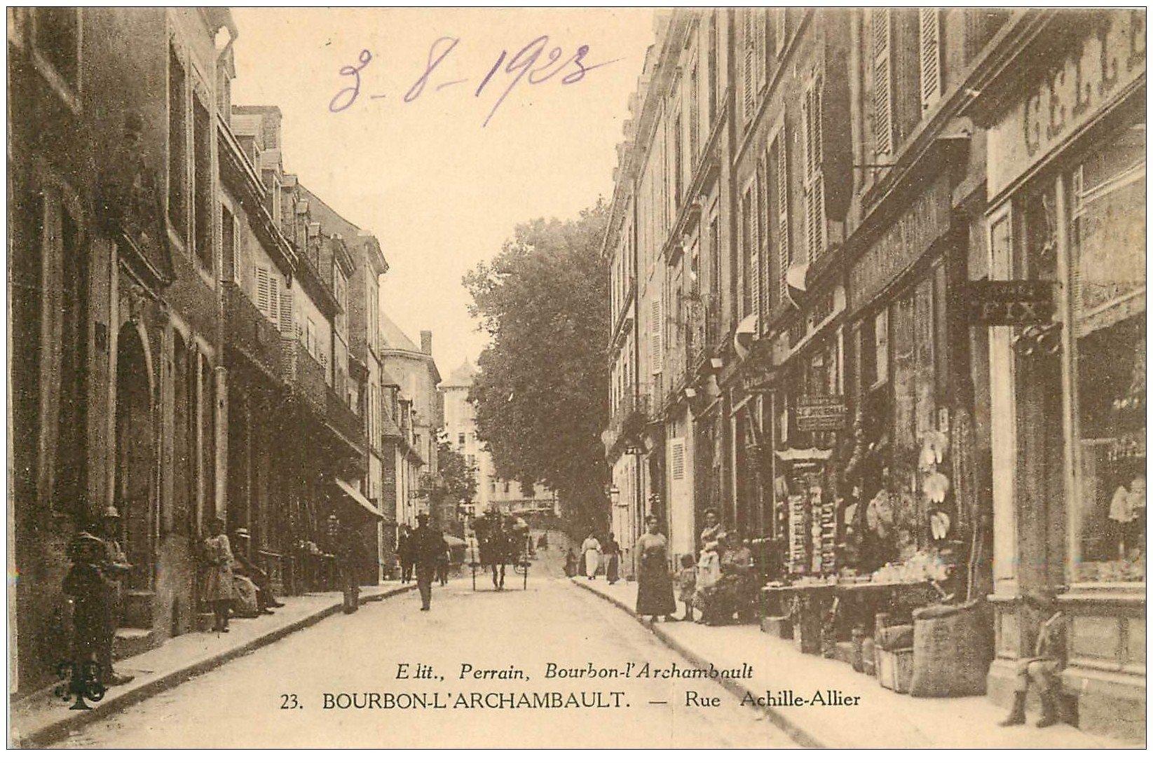 carte postale ancienne 03 BOURBON L'ARCHAMBAULT. Rue Achille Allier 1923. Magasin de Cartes Postales