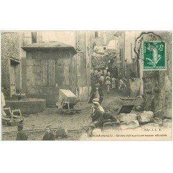 carte postale ancienne 34 SERVIAN. Soldats déblayant une Maison effondrée 1908