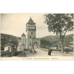 carte postale ancienne 46 CAHORS. Entrée du Pont Valentré