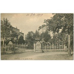 carte postale ancienne 46 CAHORS. Jardin Public animé 1909