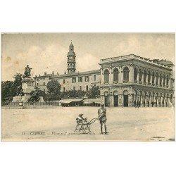 carte postale ancienne 46 CAHORS. Monument Place Gambetta. Poussette ancienne
