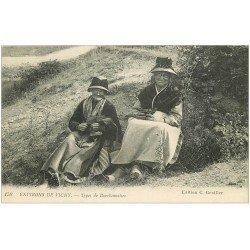 carte postale ancienne 03 BOURBONNAIS. Tricoteuses. Vieux métiers