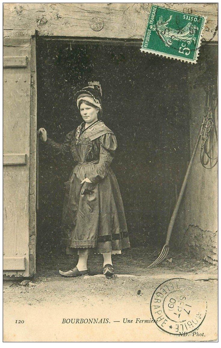 carte postale ancienne 03 BOURBONNAIS. Une Fermière 1909