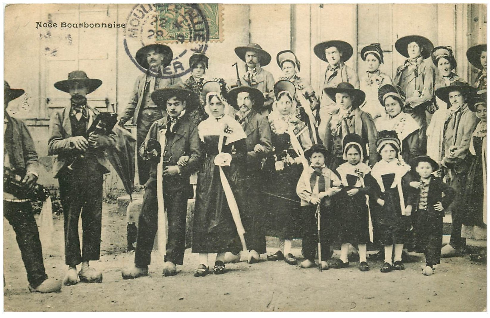 carte postale ancienne 03 BOURBONNAIS. Une Noce 1908