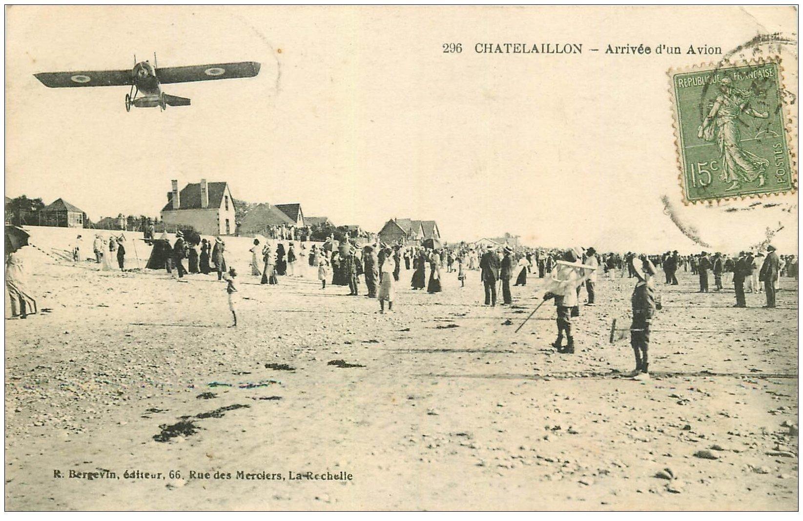 carte postale ancienne 17 CHATELAILLON. Aéroplane sur la Plage. Arrivée d'un Avion vers 1920