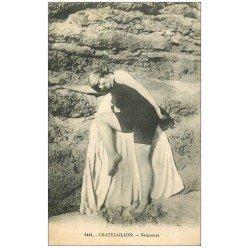carte postale ancienne 17 CHATELAILLON. Baigneuse