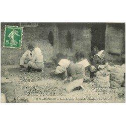 carte postale ancienne 17 CHATELAILLON. Détassage des Huîtres au retour de Pêche 1915. Métiers de la Mer