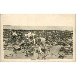 carte postale ancienne 17 FOURAS-LES-BAINS. Pêcheuses d'Huîtres 1939. Crustacés et Métiers de la Mer