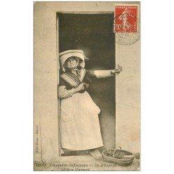 carte postale ancienne 17 ILE D'OLERON. La Mère Chaumenit 1912