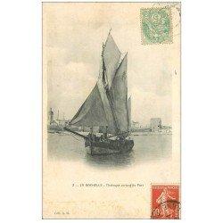 carte postale ancienne 17 LA ROCHELLE. Chaloupe sortant du Port vers 1907