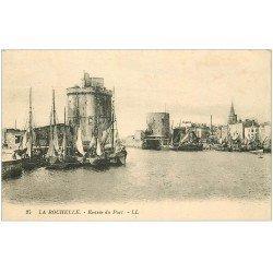 carte postale ancienne 17 LA ROCHELLE. Entrée du Port LL 25