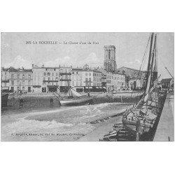 carte postale ancienne 17 LA ROCHELLE. La Chasse d'eau du Port 1915