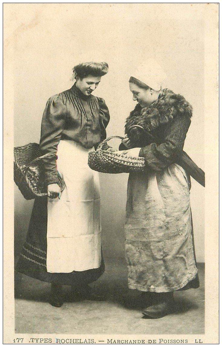 carte postale ancienne 17 LA ROCHELLE. Marchande de Poissons