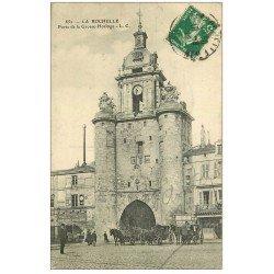 carte postale ancienne 17 LA ROCHELLE. Porte de la Grosse Horloge. Café Moderne 1915