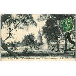 carte postale ancienne 17 LA ROCHELLE. Promenade des Tamaris. Chantier de Construction et Tour de la Lanterne 1925
