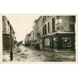 17 MARANS. Rue d'Aligre coin Gambetta. Bijouterie et voitures ancienne devant Pompe à Essence manuelle. Carte Photo