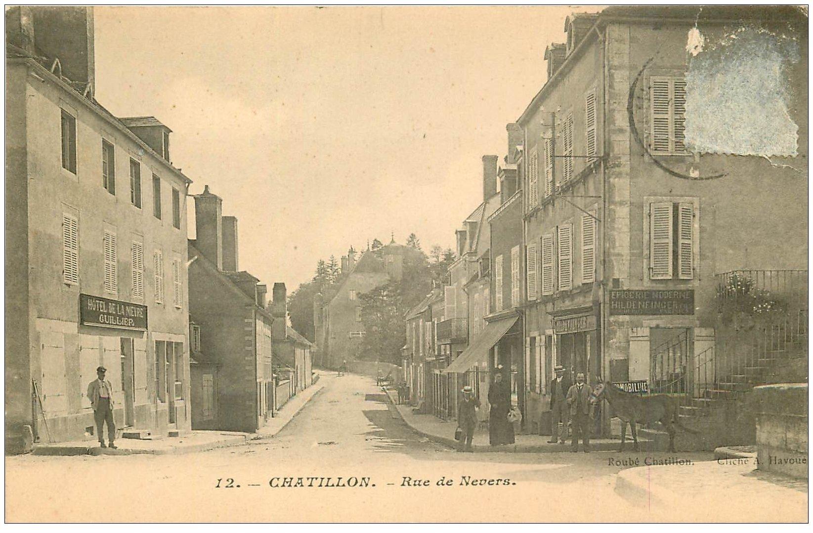 carte postale ancienne 03 CHATILLON. Rue de Nevers. Ane devant Epicerie et Hôtel (timbre enlevé)...