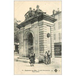 carte postale ancienne 17 ROCHEFORT-SUR-MER. Fontaine Monumentale Place Colbert. Chemiserie
