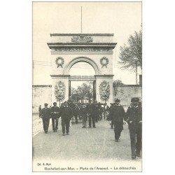 carte postale ancienne 17 ROCHEFORT-SUR-MER. La débauchée Porte de l'Arsenal