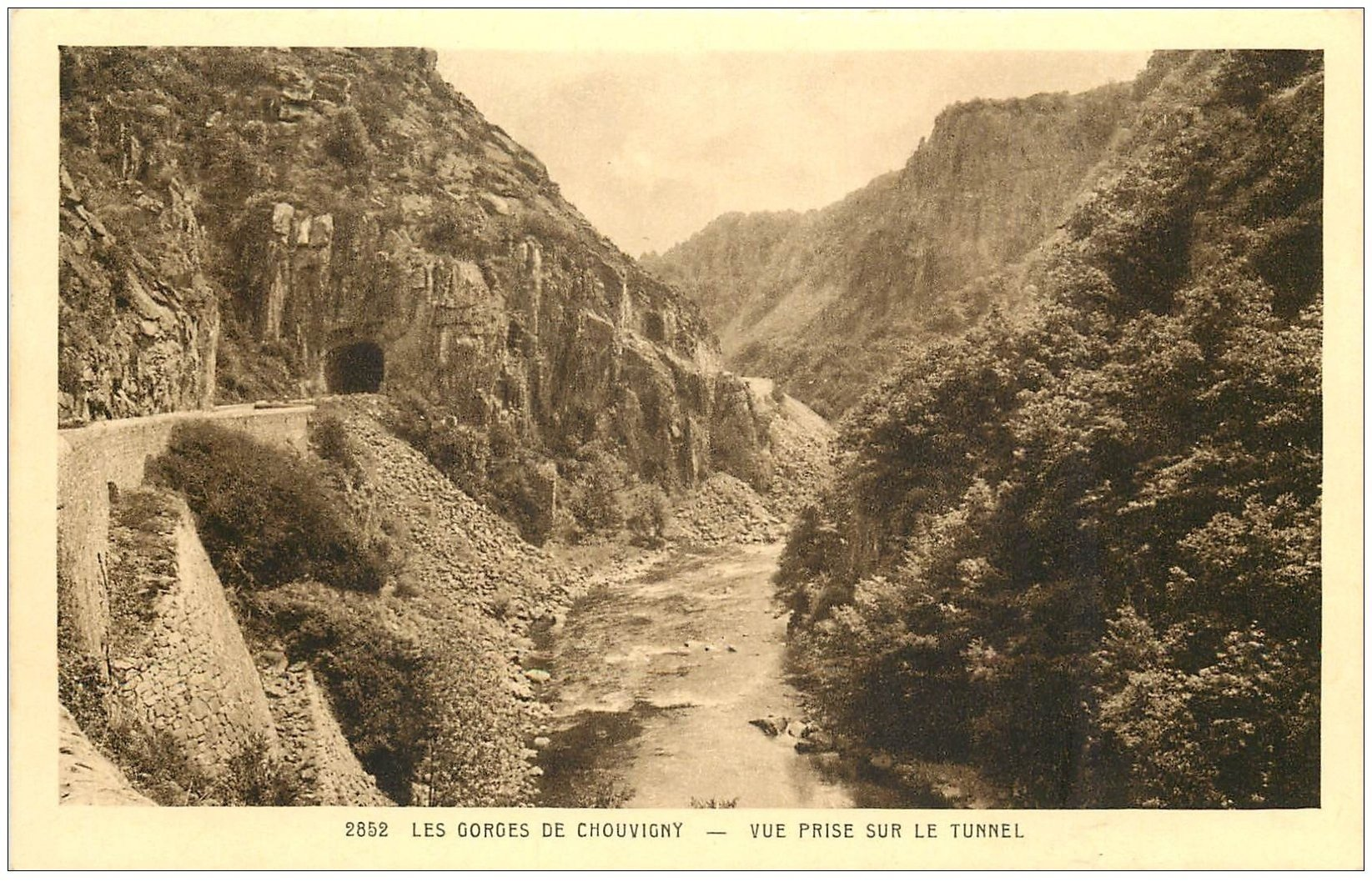 carte postale ancienne 03 CHOUVIGNY. Le Tunnel Gorges de la Sioule