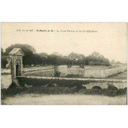carte postale ancienne 17 SAINT-MARTIN-DE-RE. Porte de Thoiras et Fortifications. Tampon Colonie Toiras (timbre manquant)...